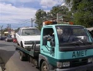 Resultado de imagen para Agentes de Amet reteniendo vehículos en calles de santo domingo