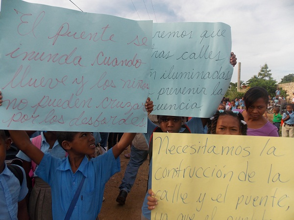 Resultado de imagen para Manifestacion frente al ayuntamiento de pedro brand