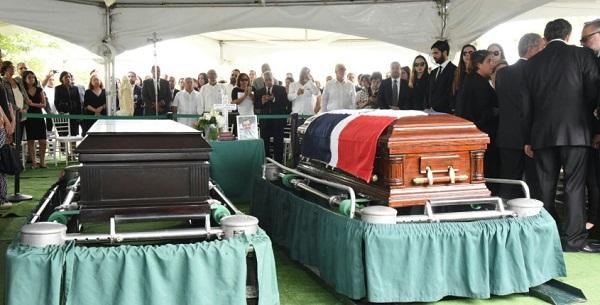 entierro Hatuey de camps y hermano